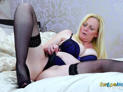 EuropeManturE Hot Mature Lady Suzie Solo Play