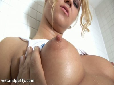 Busty blonde Linda Ray lets stranger touch her booty in the shower