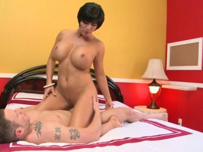 Short haired chick Shay Fox rides a cock tremendously well