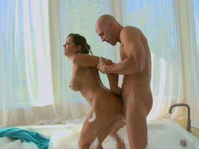 Foamed girl Francesca Le gives her boyfriend blowjob