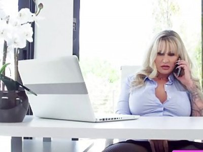 Blonde horny babe Ryan sucks dudes cock for her lunch