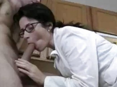 Cum Pills Found And The Milf Wants To Test Them