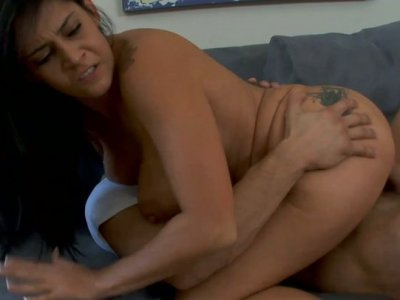 A big slut Raylene clenches her teeth when jumping on a big cock