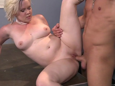 Scorching Sasha Knox gets her hot pussy pummelled