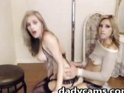Sexy body amateur blondie ride strapon on cam
