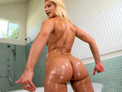 Anikka Albrite demonstrates her thick booty in the bathroom