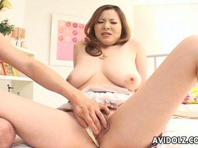 Bosomy snow white Japanese gal Kumi Mizusawa gets fingered