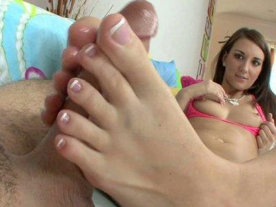 Bootylicious sex expert Katie Jordin jams the cock between her feet