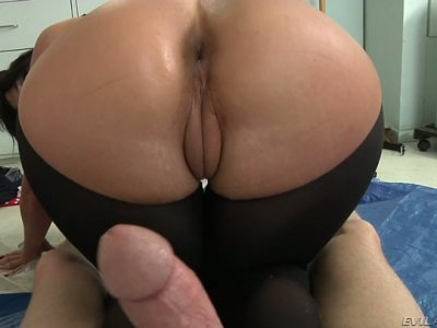 Mark Wood gets a solid deepthroat provided by slutty Phoenix Marie