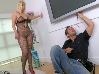 Blue eyed MILF Brooklyn Bailey shows off her fishet outfit