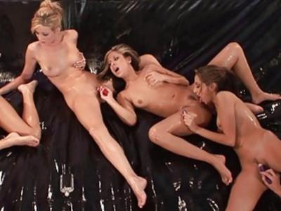 Jenna Haze Oil Orgy Chain Circle