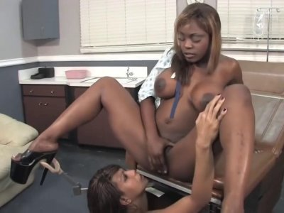 Cute lesbian rubbed and fingered in doctors office until squirting